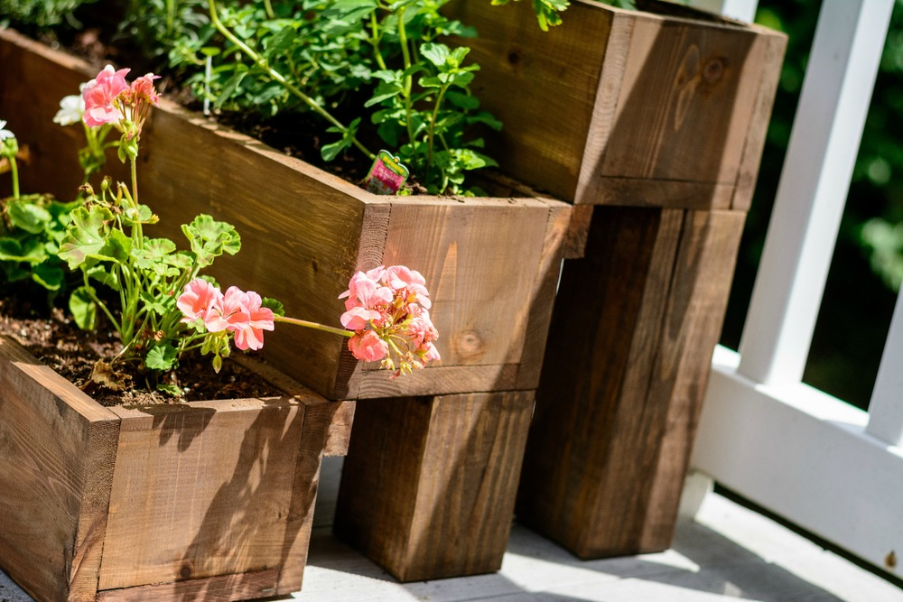 Charmant Cedar Tiered Garden Planter   Featuring Decor And The Dog
