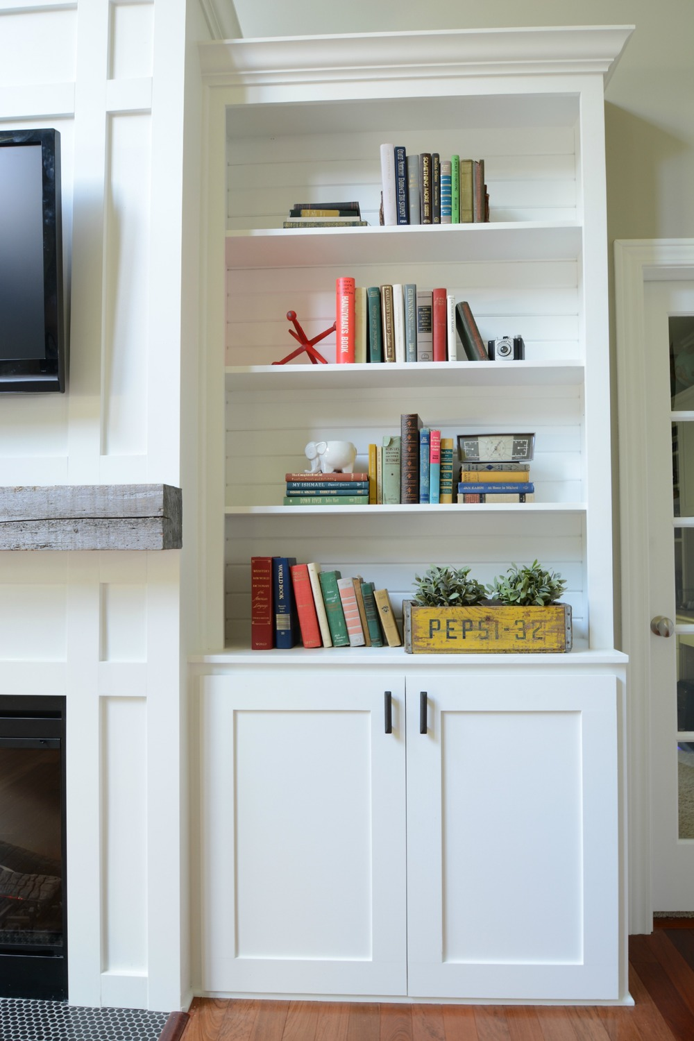Living room built in cabinets decor and the dog for How to decorate living room shelves
