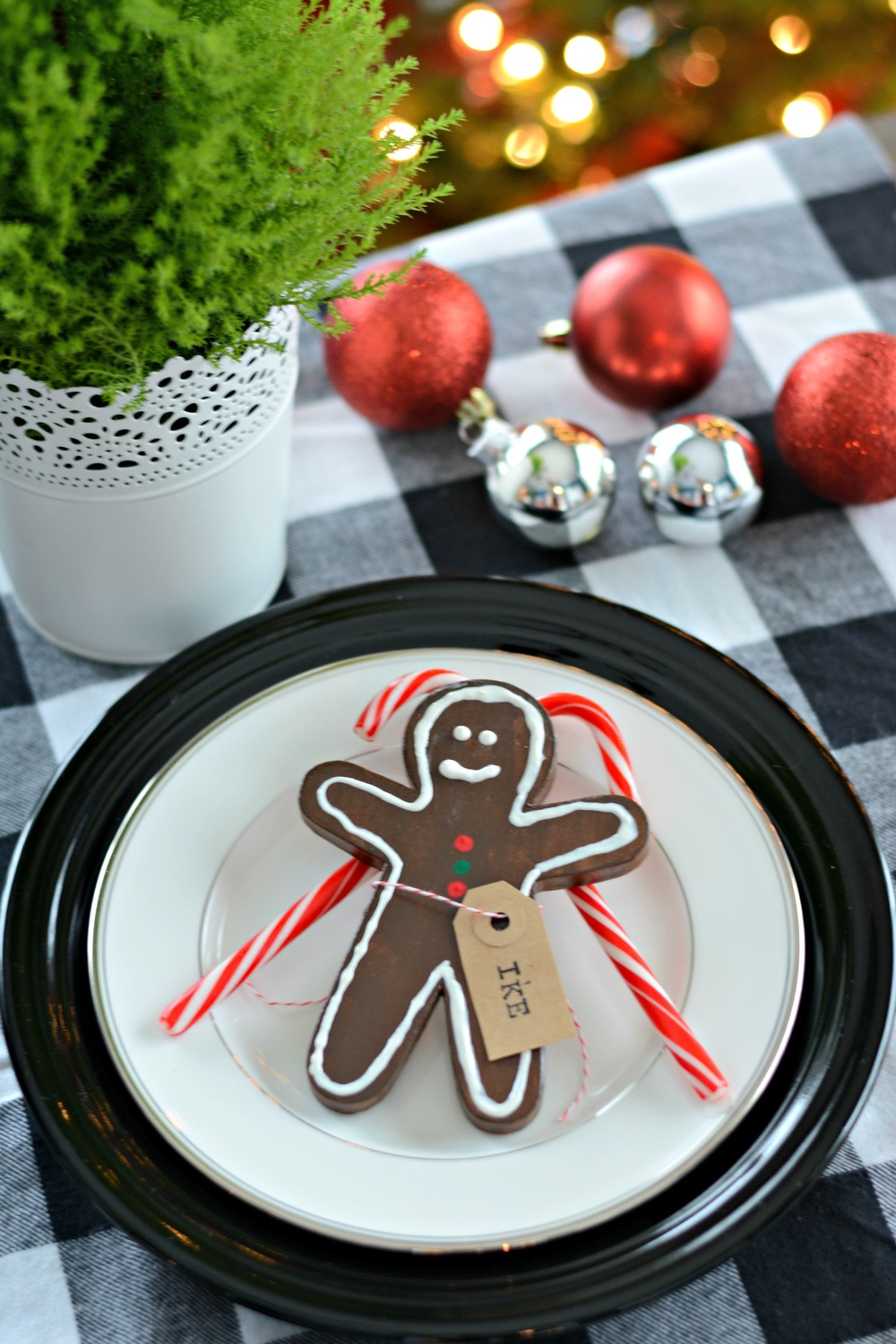 Dare to DIY {Gingerbread Place Card Holder}