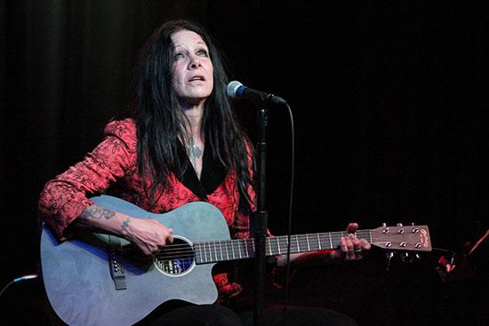 Johnette live Nov 2013.jpg