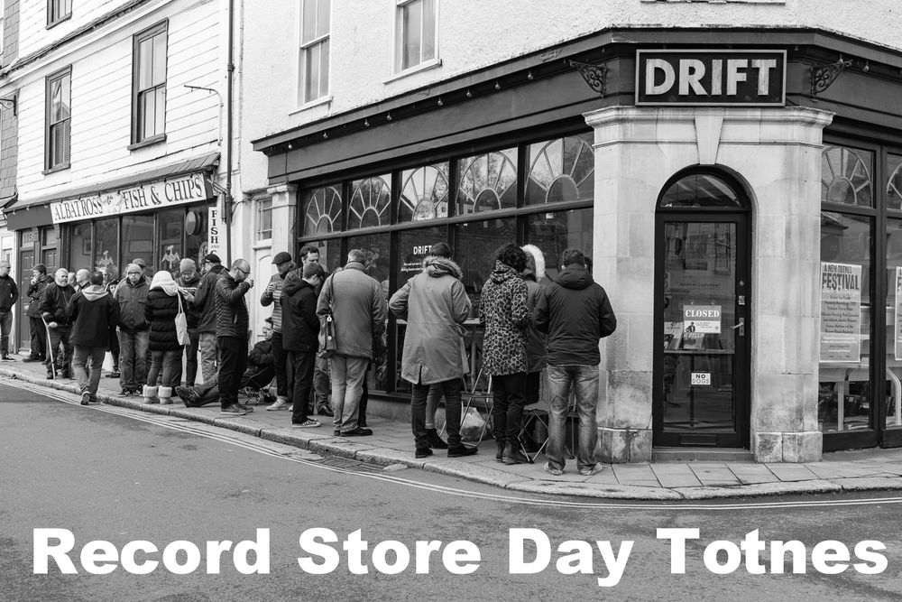 20160416-Record Store Day 2016-8211-09BW.jpg