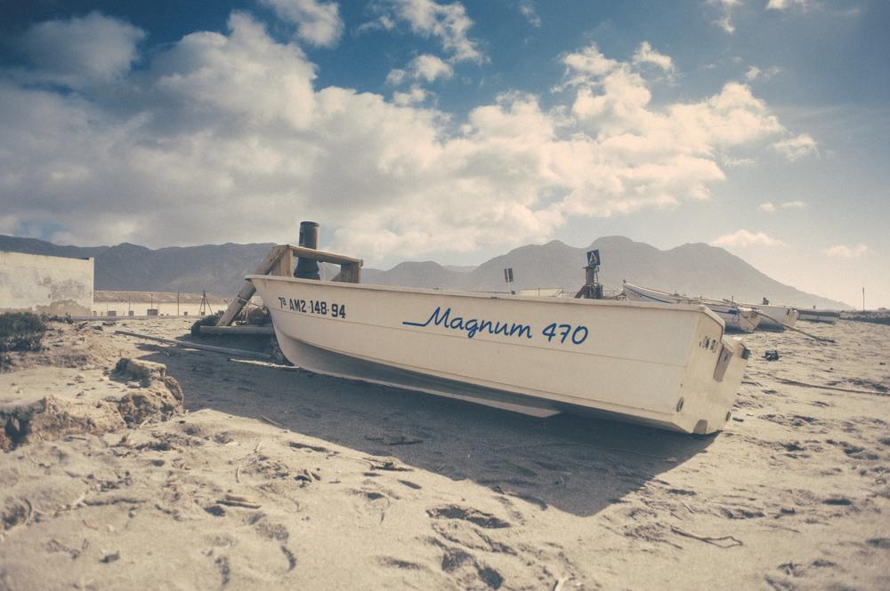 Tener una barca como el que tiene una pistola. Espinosa