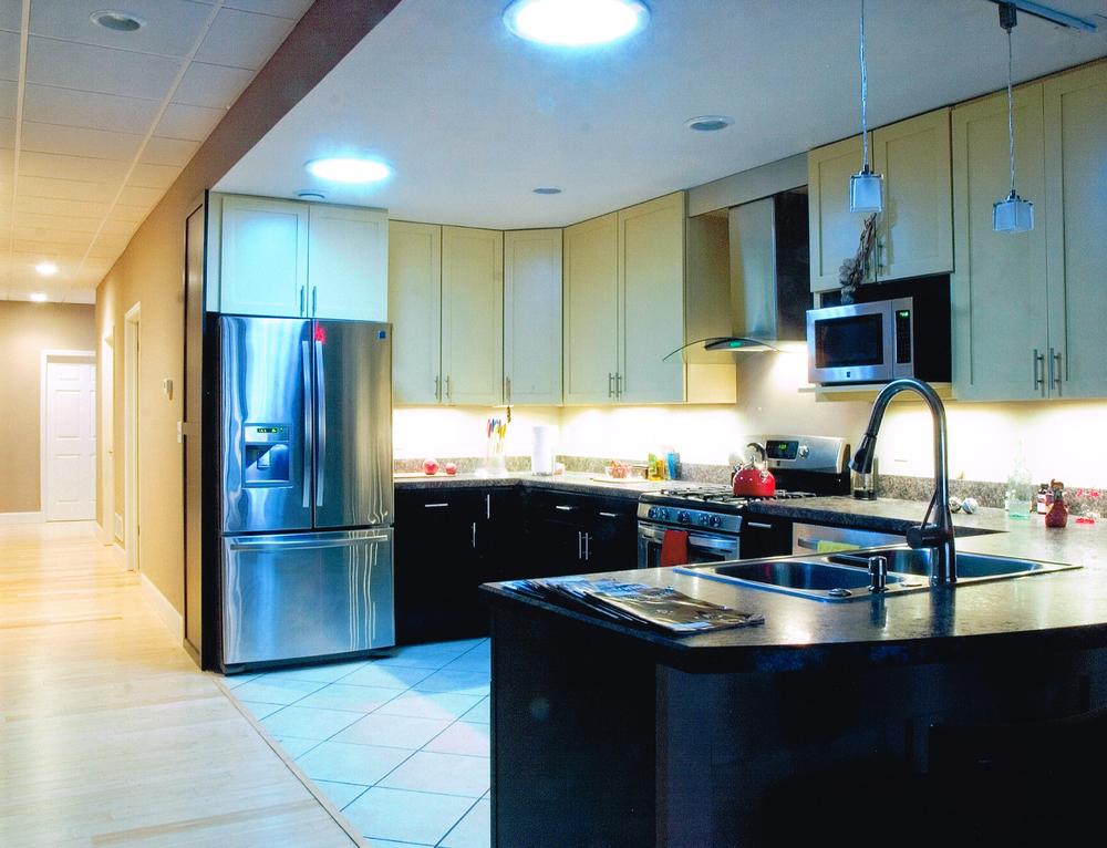 208 Kitchen .jpg
