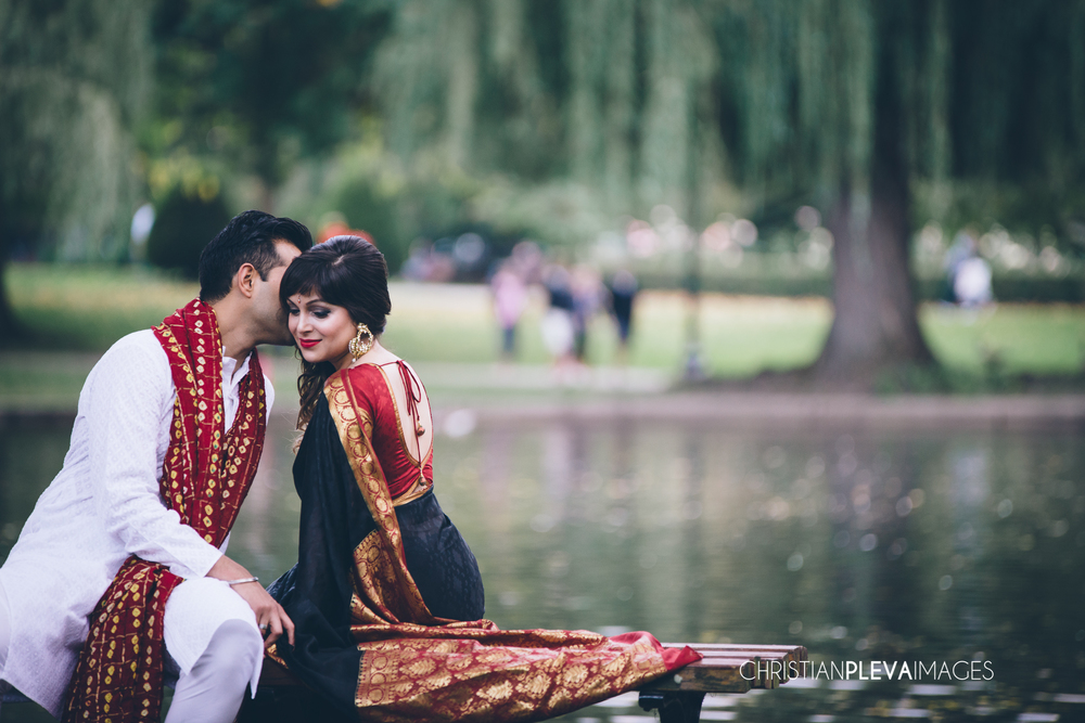 boston engagement photographer-boston public gardens.jpg