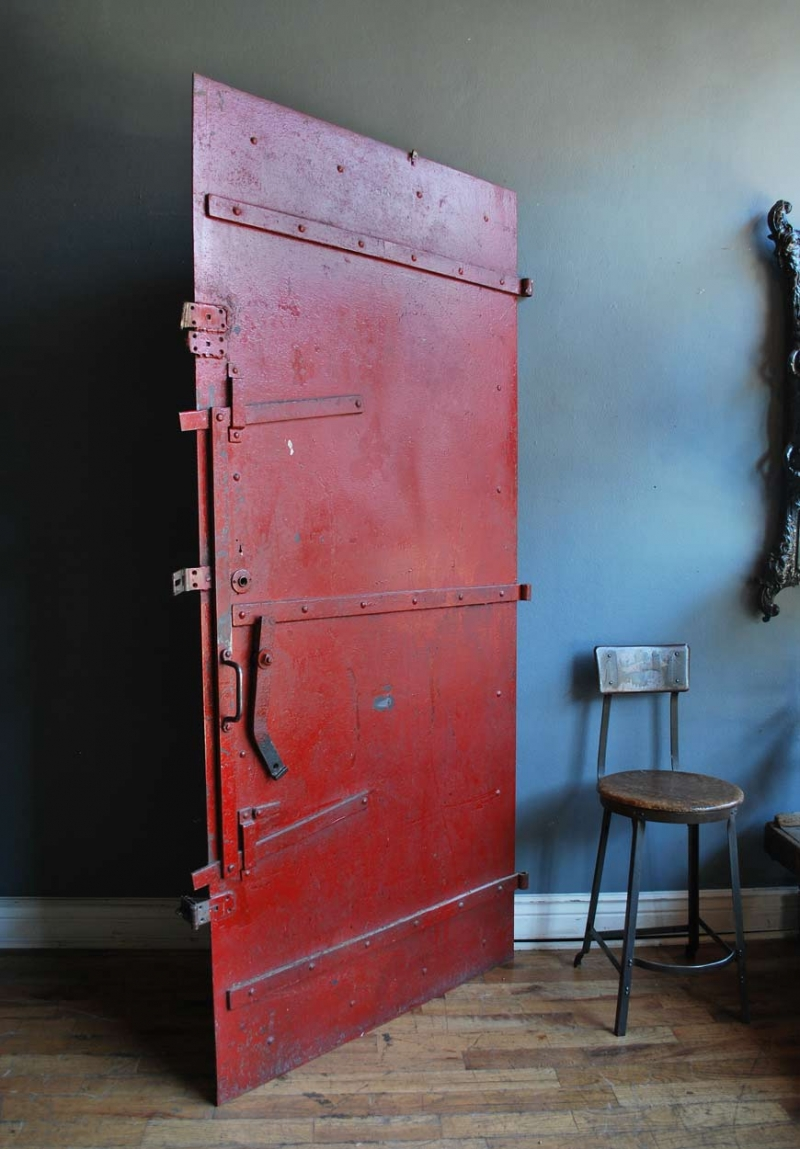 1920_red_fire_door_01.jpg