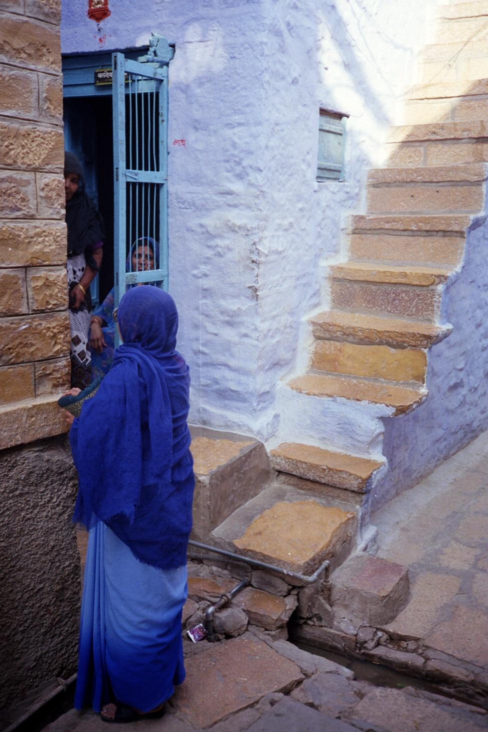 Gossip in Jaisalmer Rajasthan.jpg