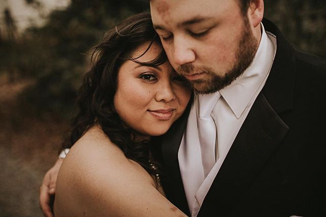 Kristine + Donnie rented an Airbnb that slept 47 and I was the 47th guest! After dating for eight years it's no surprise how comfortable they are with each other, but it was a surprise to me how emotional the ceremony was. Love just never ceases to awe me and I'm just so damn blessed to live this life of documenting it all! 💕💕💕 #theruinsatkellumvalleyfarm #georgiawedding #elopementphotographer #destinationwedding