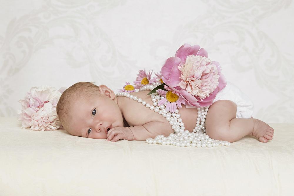Cindy moleski professional baby newborn portrait photographer saskatoon