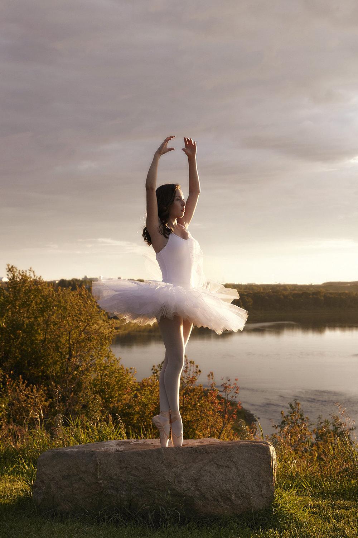 cindy-moleski-professional-portrait-photographer-ballet-dance-saskatoon-saskatchewan-29021-0700e.jpg