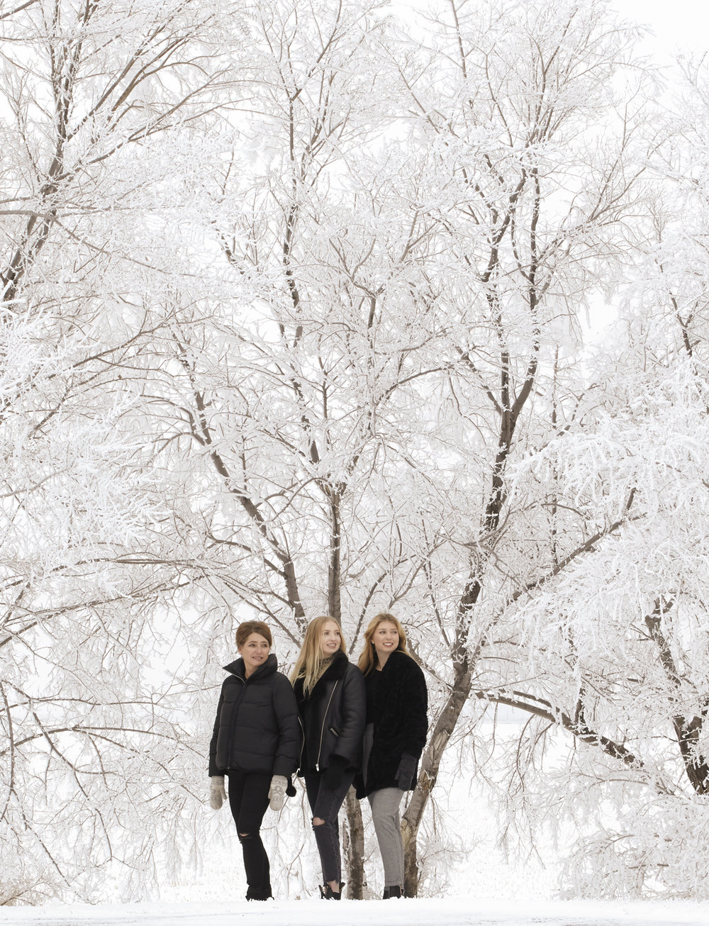 cindy-moleski-professional-family-portrait-photographer-saskatoon-saskatchewan-snowy-winter-wonderland-29456-FB0033e.jpg