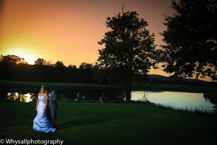 bull run golf club bride groom at sunset