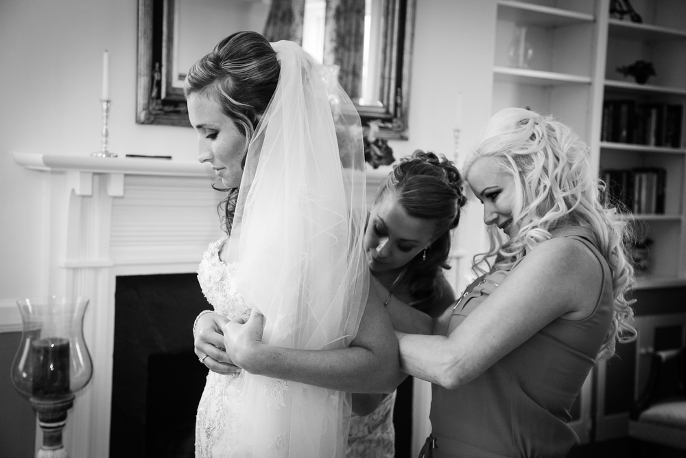 Chesapeake City Maryland Wedding bride and bridesmaids getting ready | Frederick Maryland Wedding Photographer