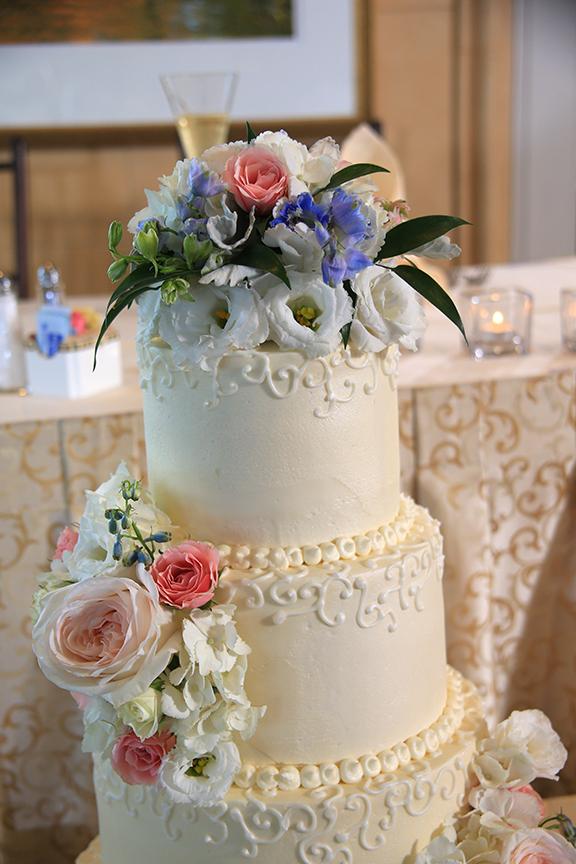 Chesapeake City MD Wedding Cake | Frederick Maryland Wedding Photographer