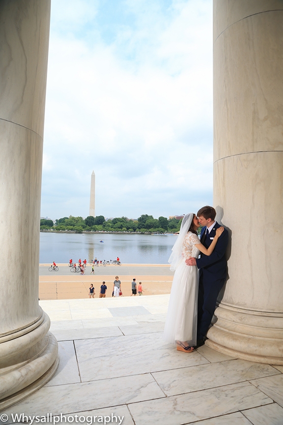 Bride and groom Jefferson Memorial