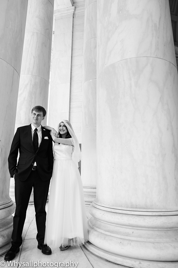 Bride and Groom Bw Jefferson memorial