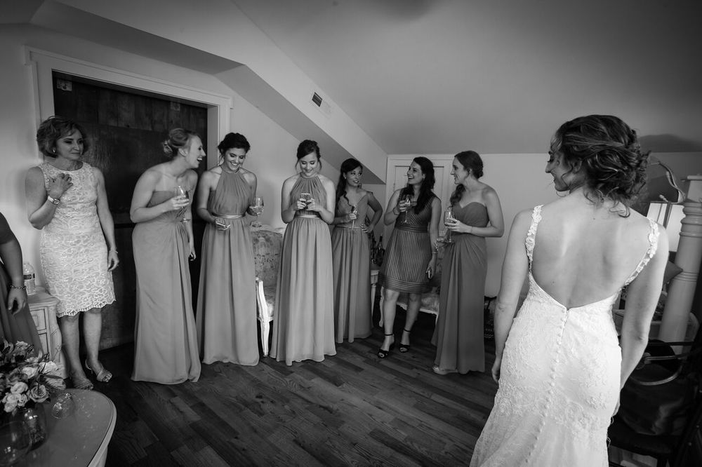 bride and bridesmaids getting ready bluemont winery