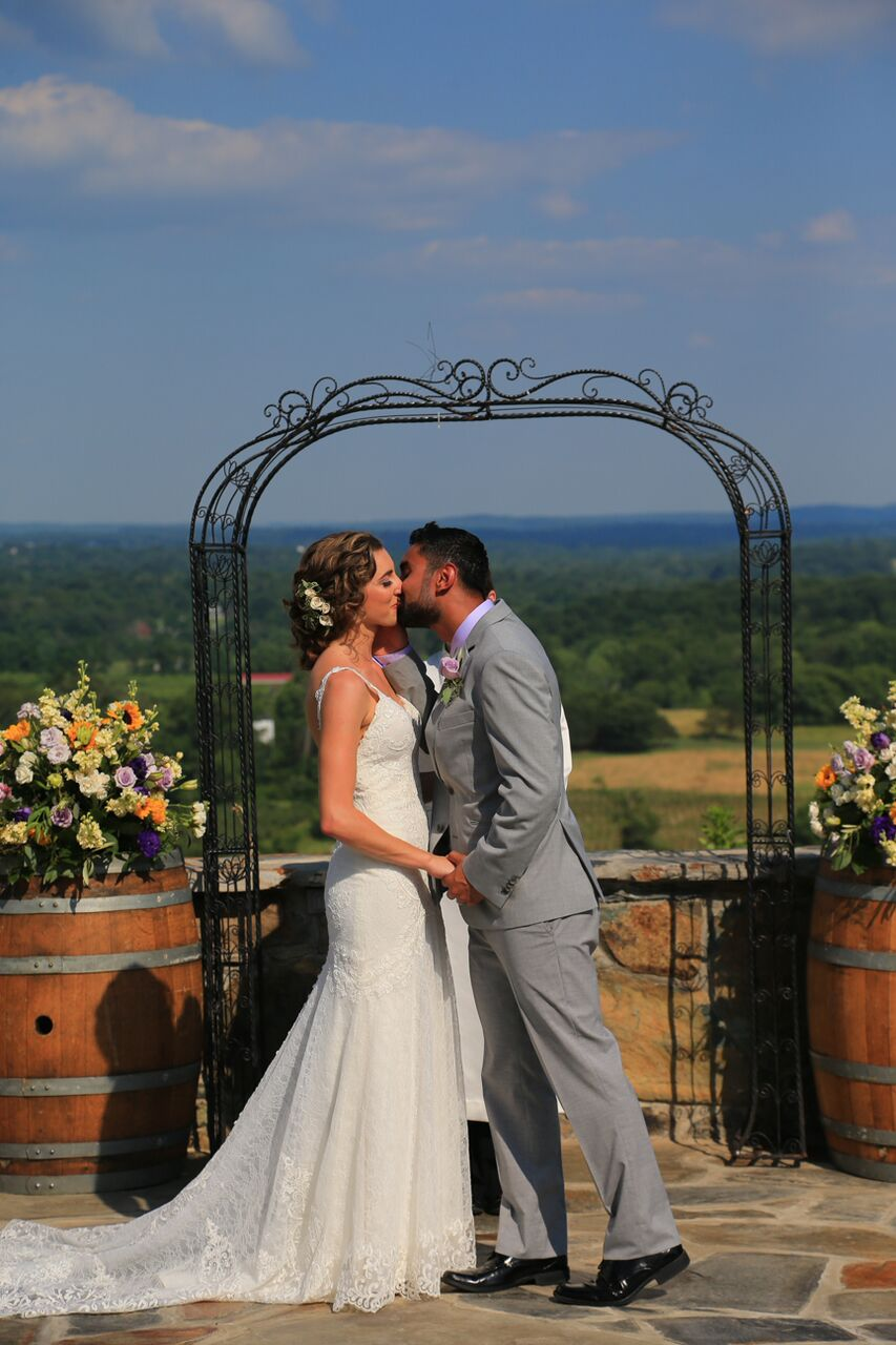Bluemont Vineyard Wedding Photos | Photographer