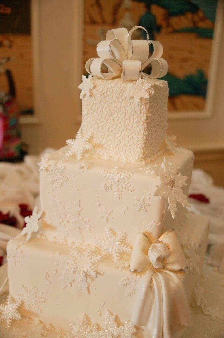 a-christmas-wedding-cake.jpg