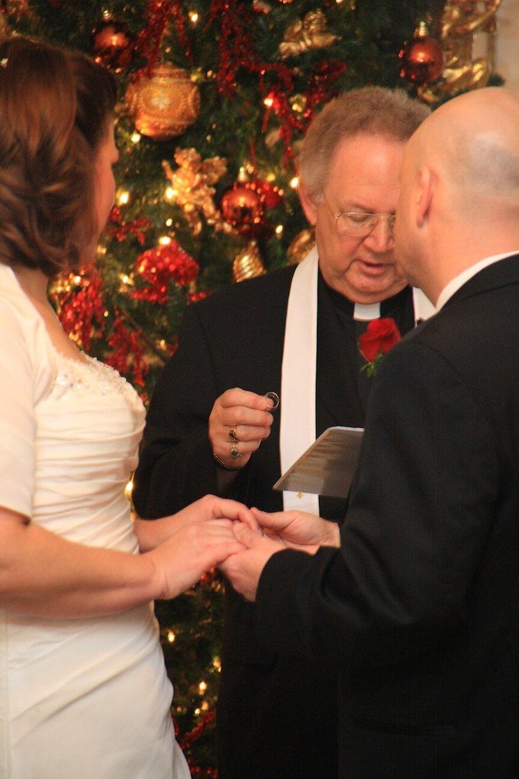 a-christmas-wedding-ceremony5.jpg