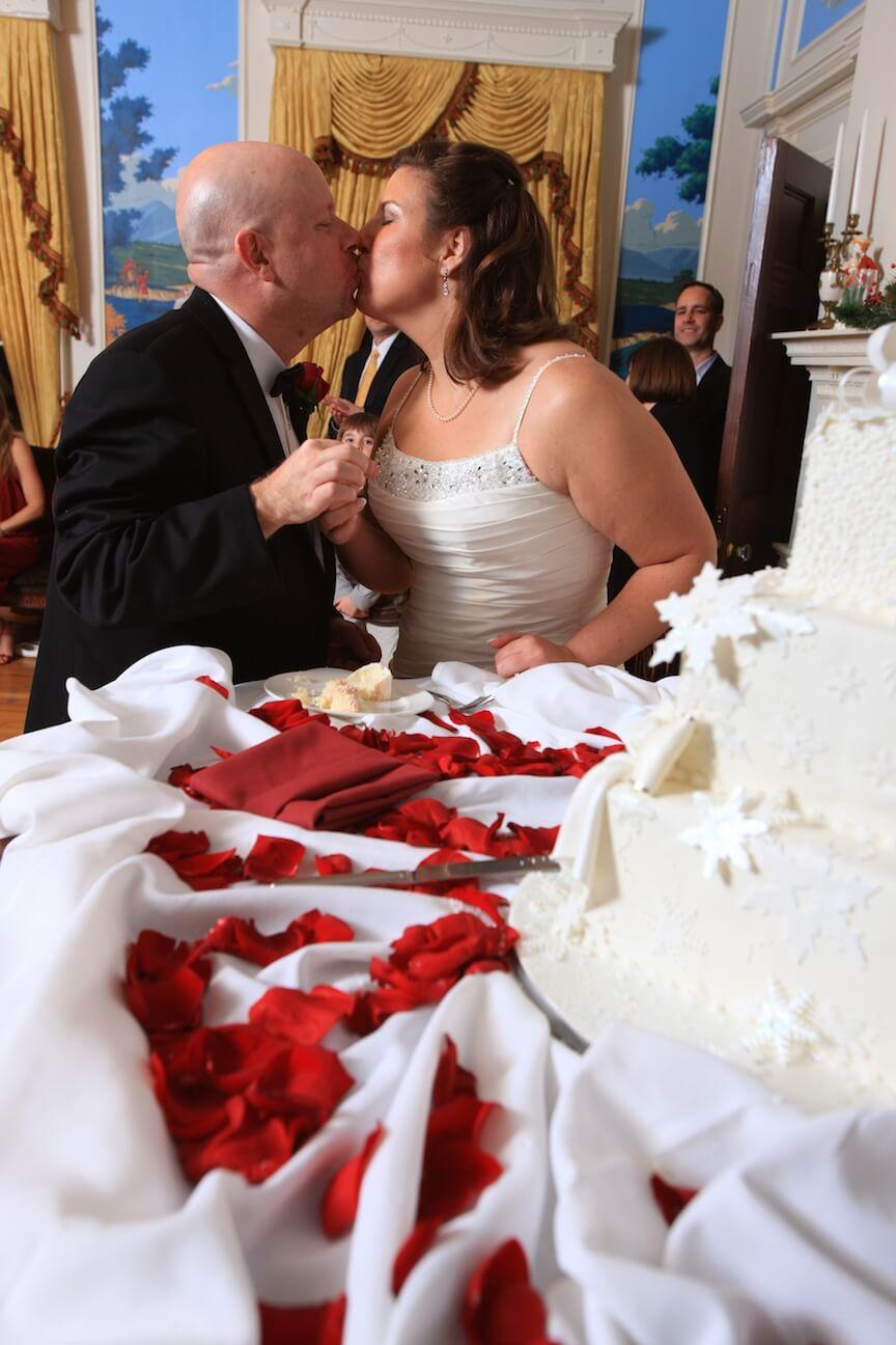 a-christmas-wedding-cake-cutting2.jpg