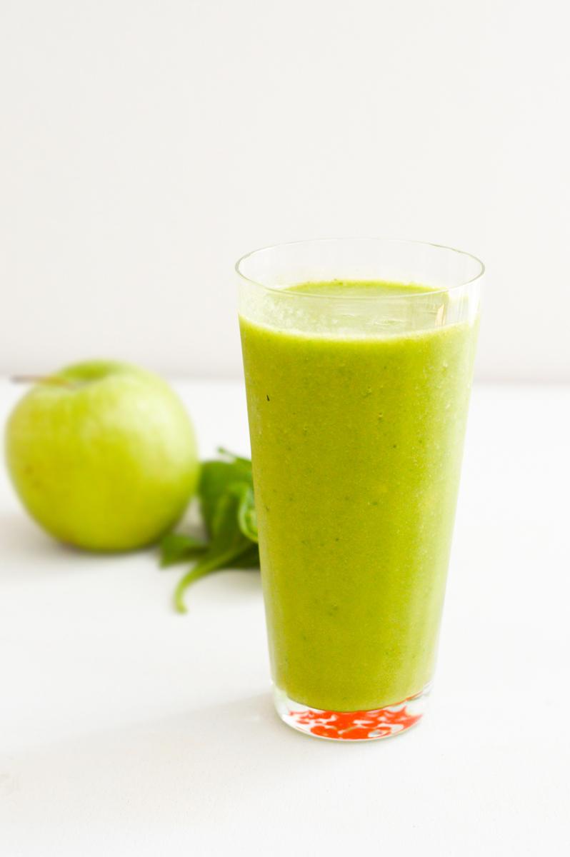 Power Green Smoothie Recipe via. Birdie Shoots