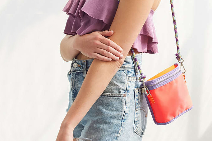 Why You Should Ditch your Black Handbag for a Colorful Tote via. www.birdieshoots.com