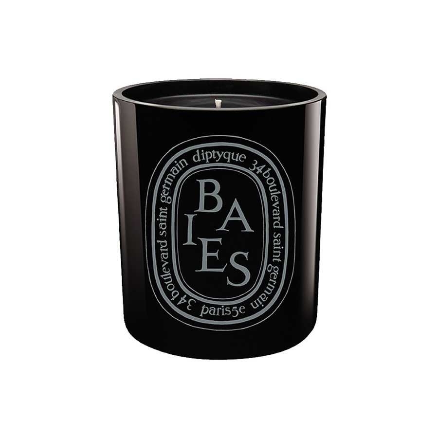 - Baies Scented Black CandleDiptyque presents the classic Baies-scented candle in a mouth-blown black glass container with a shiny finish that reflects the candle flame.