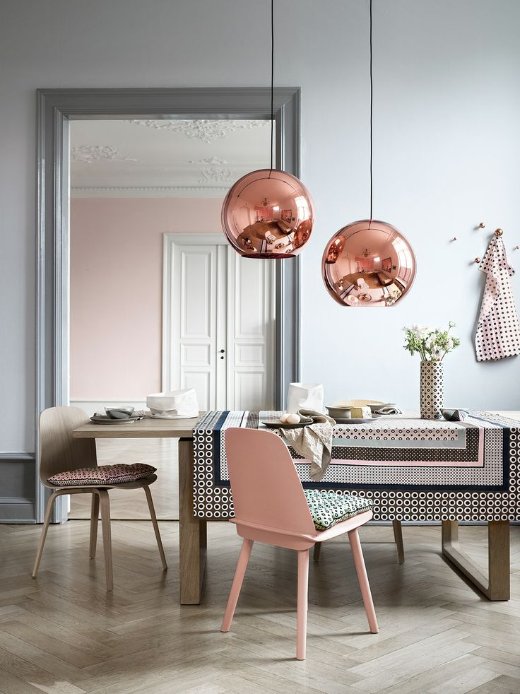 This room feels both modern and warm, thanks to the touches of copper and pink in an otherwise cool-toned space.