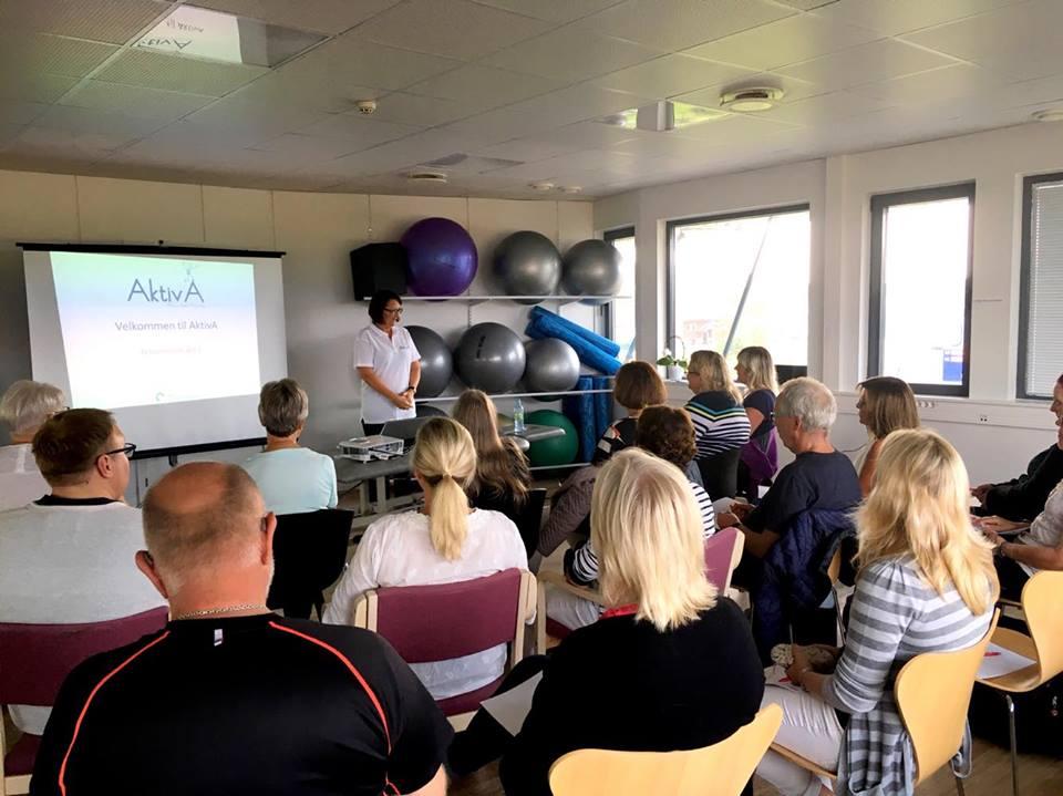 Aktiv A gruppe med fysioterapeut Bodil Salberg