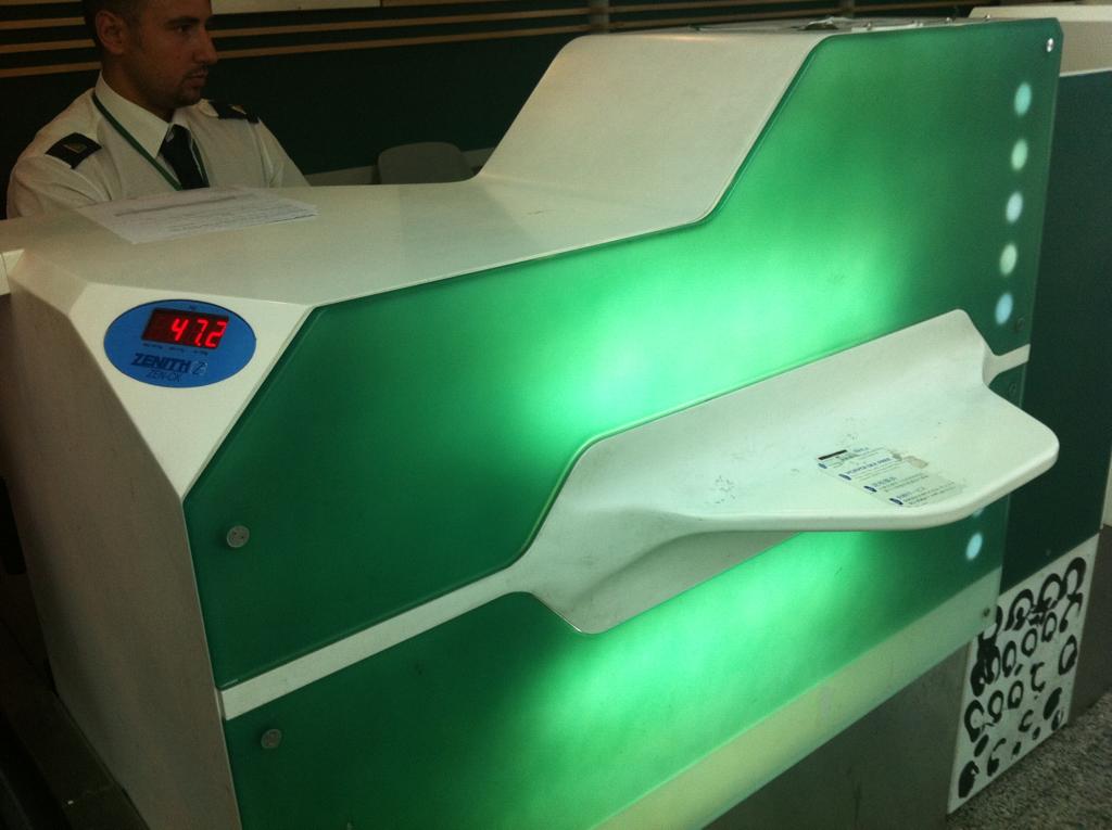 Semi-slick Alitalia check-in desking