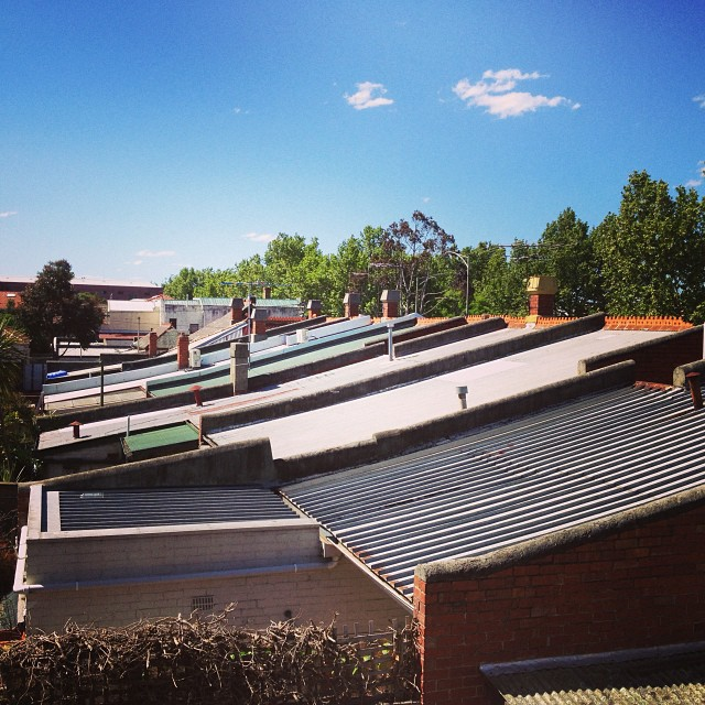 Rooftops of Carlton on this stunning spring day... I am off to the Clyde for a brew. #sunnyday #beer #warm #melbourne #parched