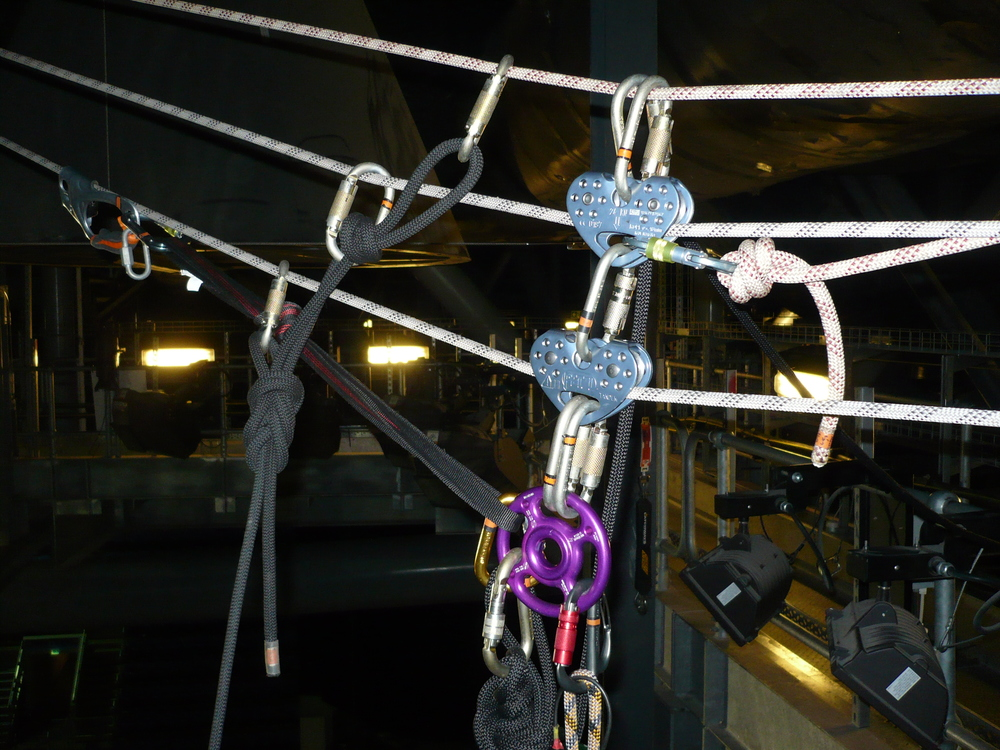 Complex rigging for Tyrolean/Abseil at the O2 Arena in London
