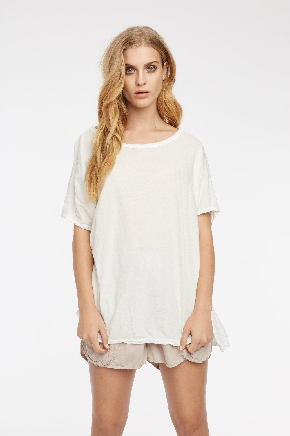 LOOSE TEE BLANC. POCKET SHORT TAUPE