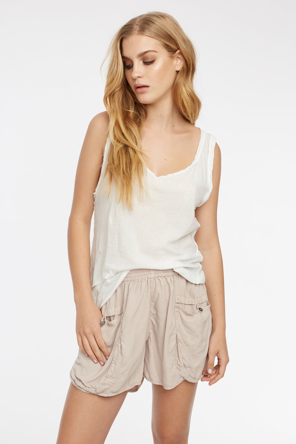 RACER TANK BLANC. POCKET SHORT TAUPE