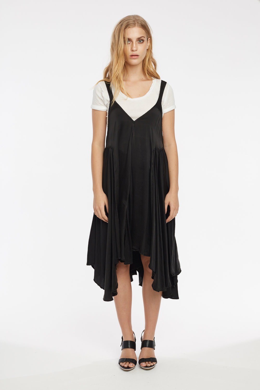 NEDAY TEE BLANC. BOCS DRESS NOIR