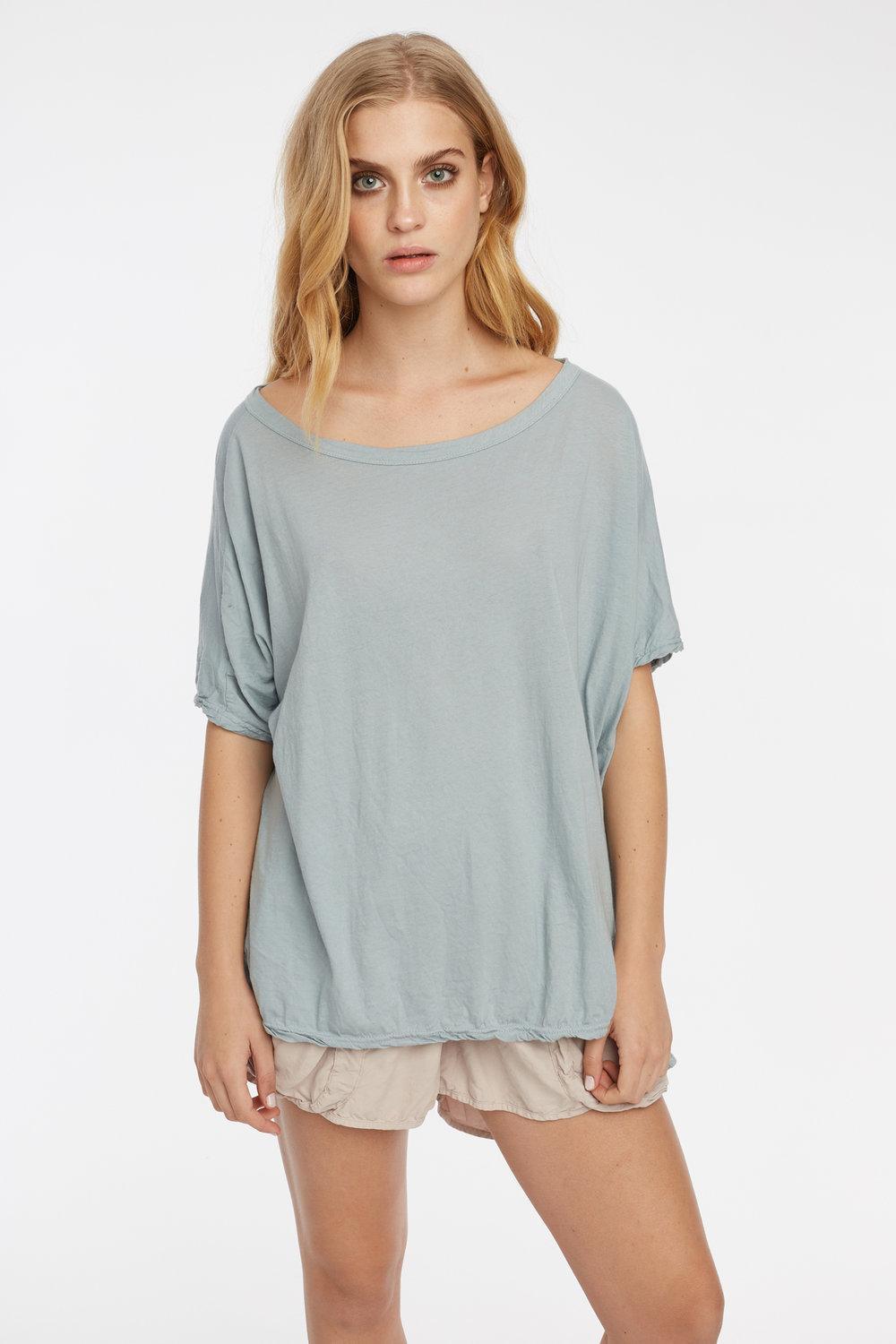 LOOSE TEE DOVE GREY. POCKET SHORT TAUPE