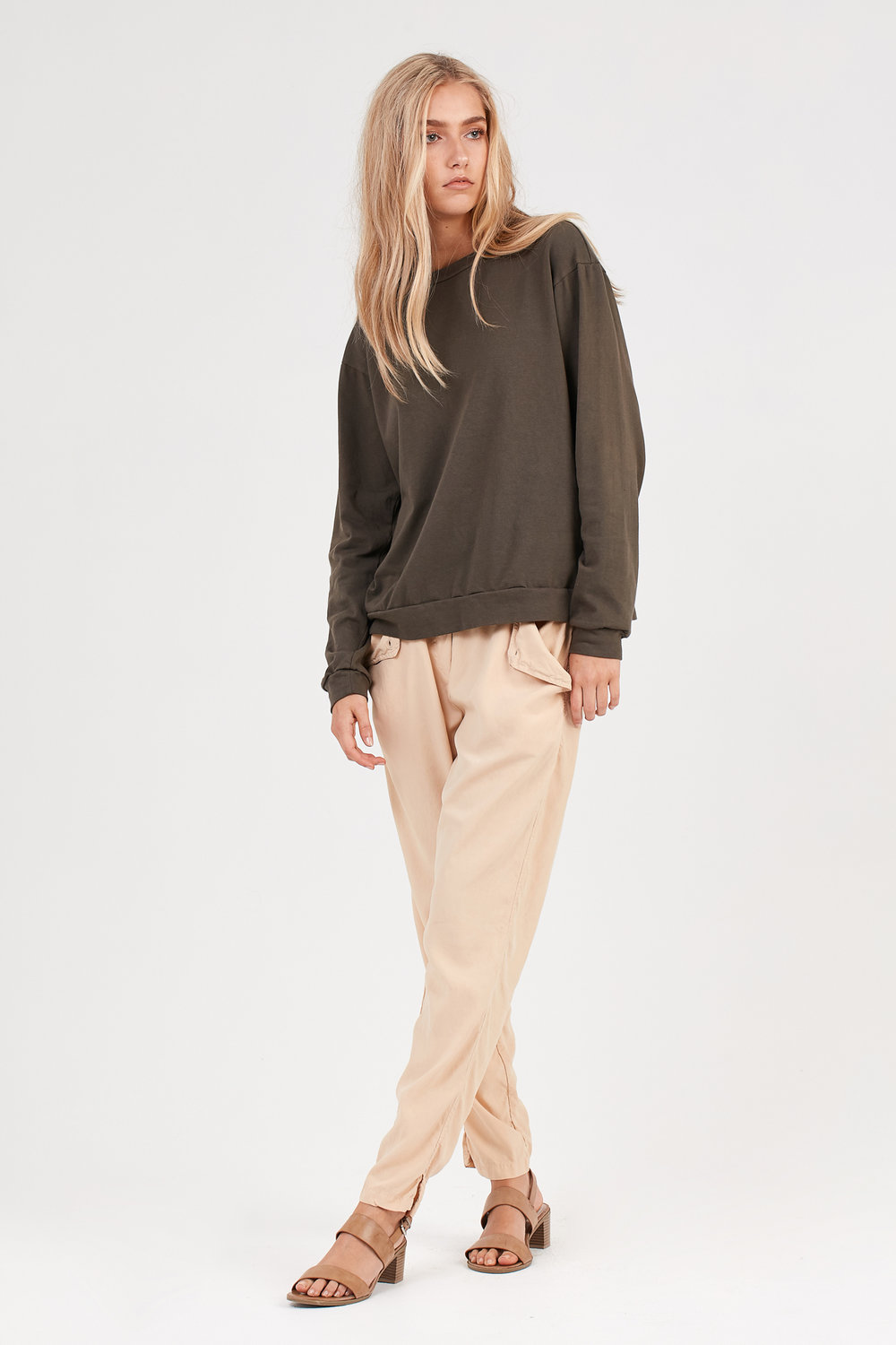 COCO JUMPER OLIVE. KUL PANT FAWN