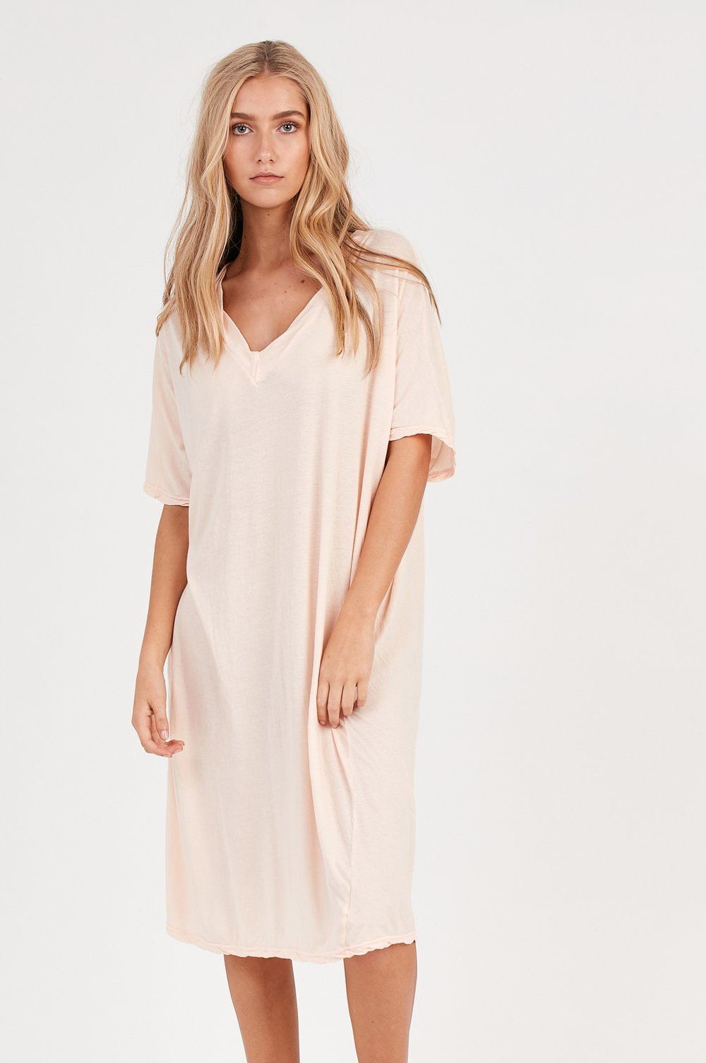 LOOSE V-NECK DRESS LIGHT APRICOT