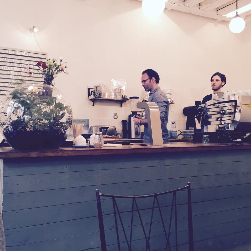 Fantastische koffie bij Télescope. 5 rue villedo 75001 paris