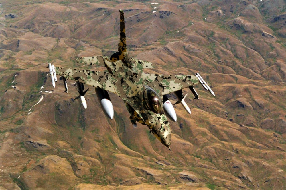 Reminds me of Futura in the early 00's.   (via  New fighter jet camouflage schemes « Markosun's Blog )
