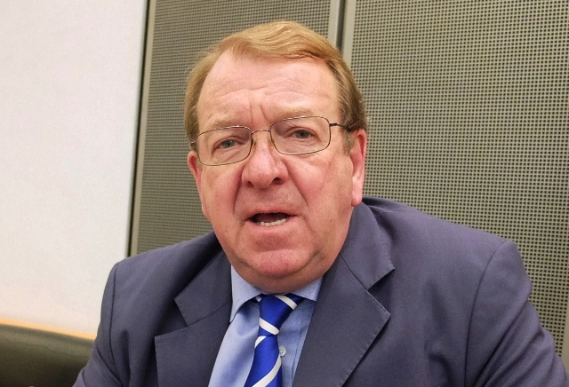 Conservative MEP Struan Stevenson believes the Government and the Fracking companies should be allowed to ignore the impact on the environment in pursuit of money