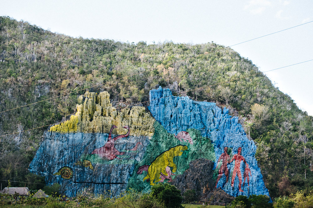 Mural de la Prehistoria - A huge cliff painting symbolizes the theory of evolution
