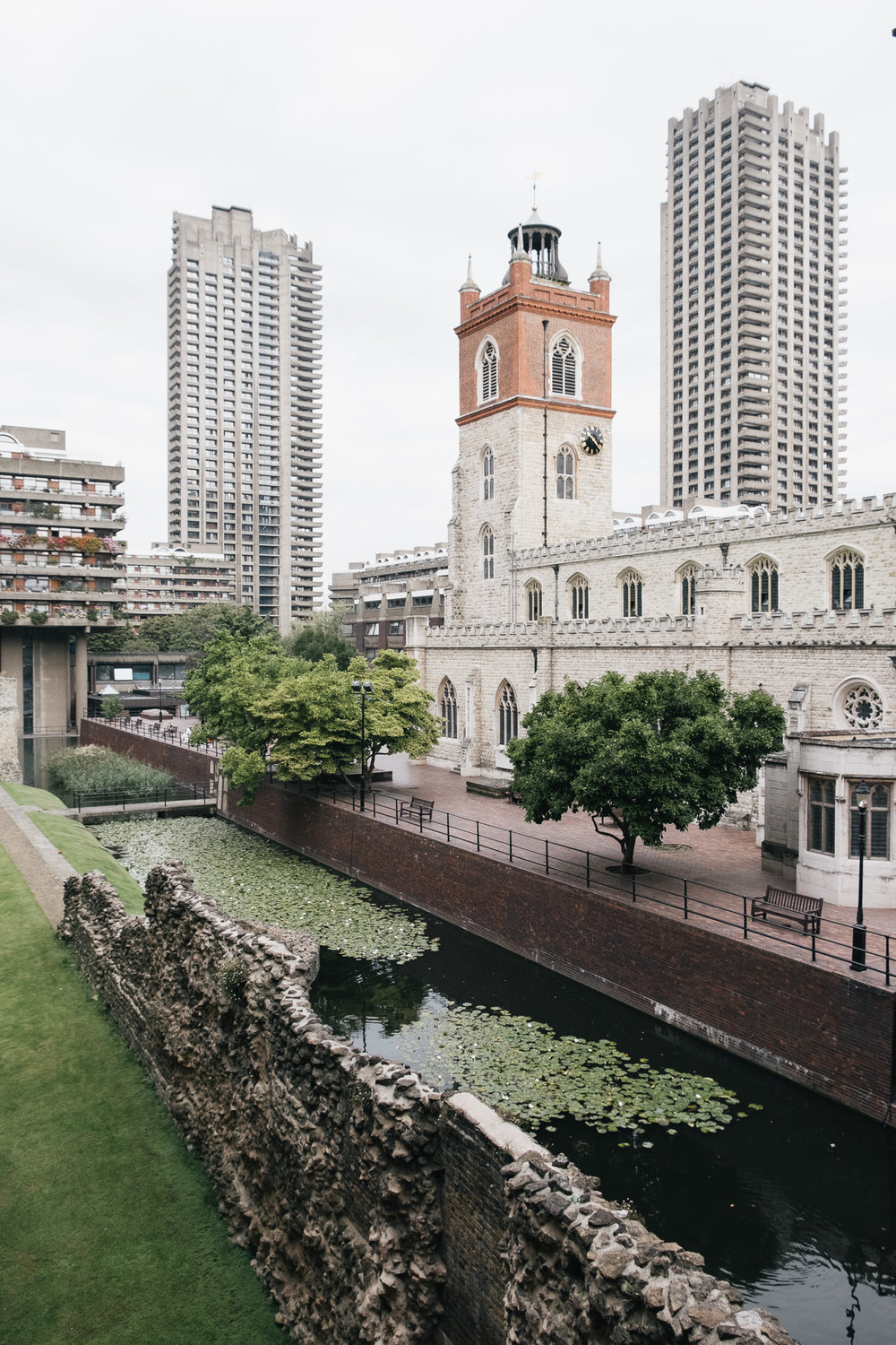 The  Roman Wall , the  Medieval Church  and the 20th century Modernist utopia-Barbican
