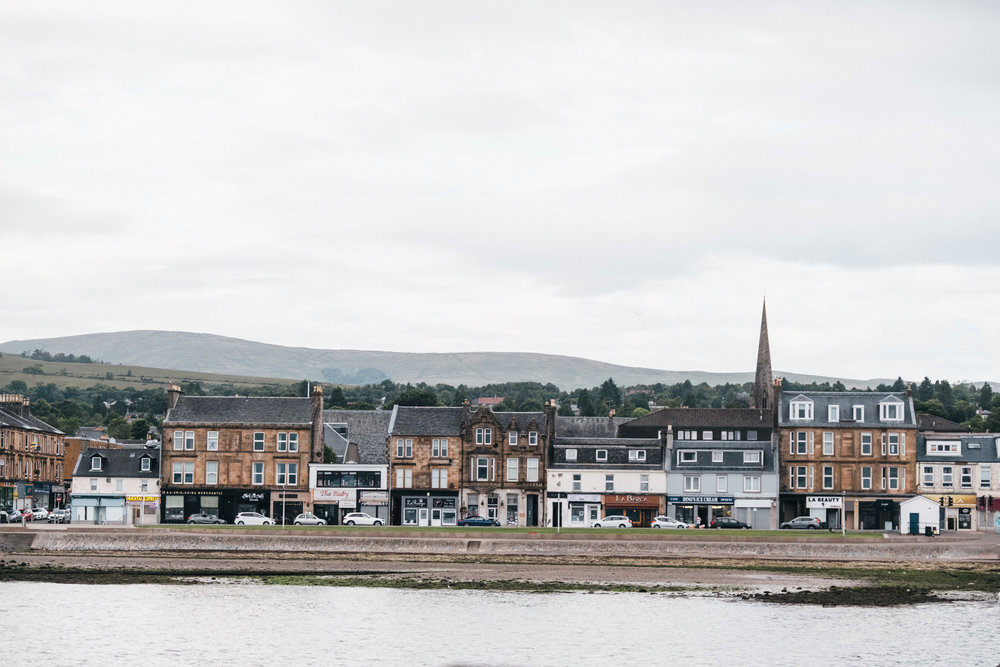 Helensburgh is only 45 min from Glasgow by a direct train