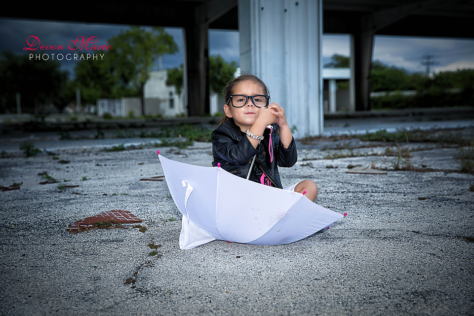 Why wouldn't I want a picture of her in her umbrella/boat.. OBVI!!! lol :)