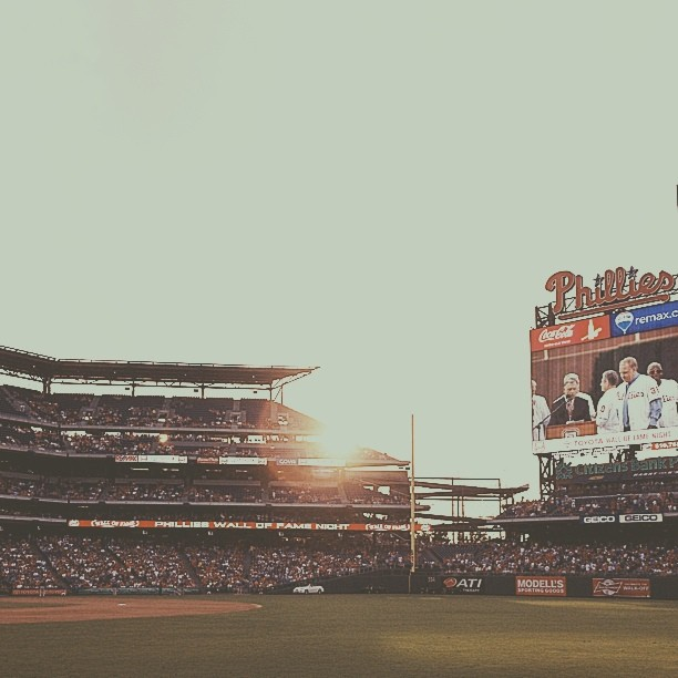 Friday night light #phillies #vscocam (at Citizens Bank Park)