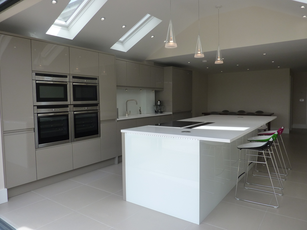 Olive grey with lightbox island ashwell contracts ltd for Kitchen design 5m x 6m