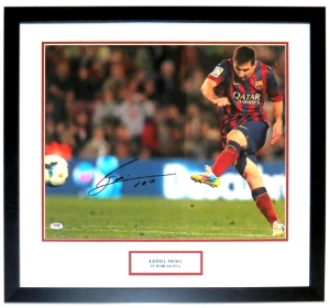 Lionel ' Leo ' Messi Signed Barcelona 16x20 Photo - PSA DNA COA Authenticated - Professionally Framed