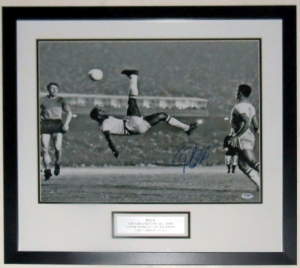 Pele Signed Brazil Bicycle Kick 16x20 Photo - PSA DNA COA Authenticated - Professionally Framed