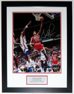 Scottie Pippen Autographed Chicago Bulls 16x20 Photo - PSA DNA COA Authenticated - Professionally Framed & Plate